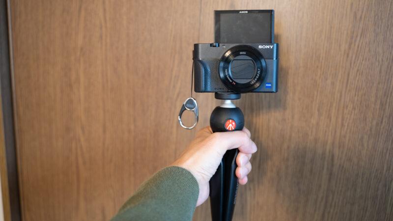 PIXIはカメラのハンドグリップとしても使える