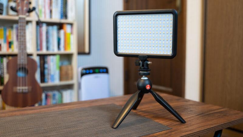 ビデオライトのテーブル三脚として