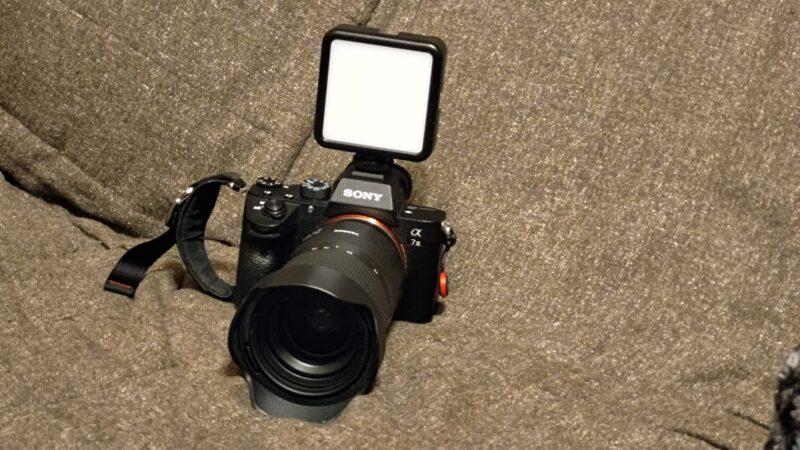 Ulanzi VL-81 LEDビデオライト 一眼レフ装着例