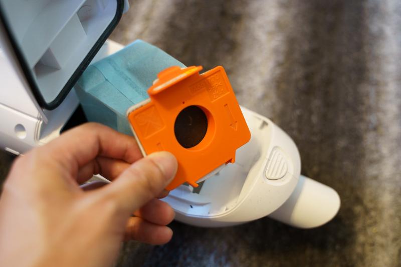 マキタのおすすめコードレス掃除機 CL182FDZW ゴミ捨て