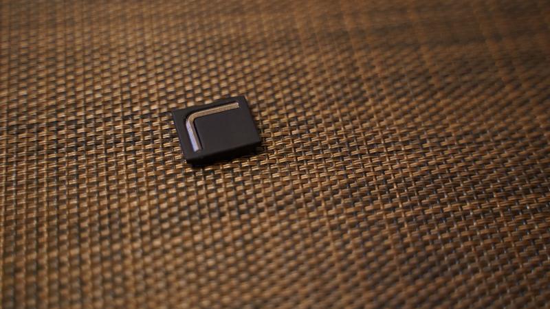 スマホ用カメラグリップ ShutterGrip2 コールドシューの裏側