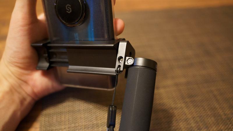 スマホ用カメラグリップ ShutterGrip2 グリップの角度調整